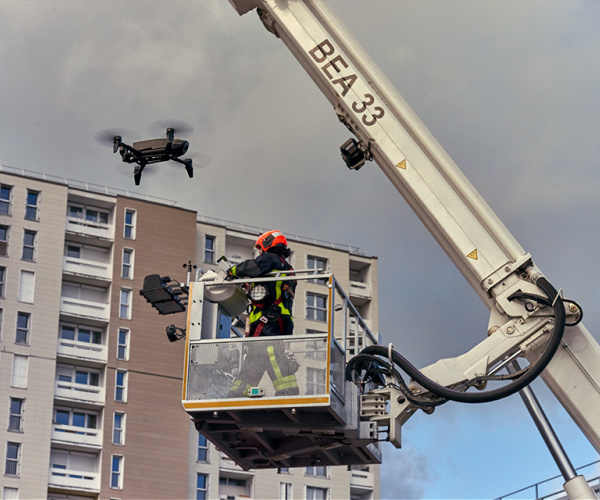The ANAFI hovering above someone on an aerial work platform